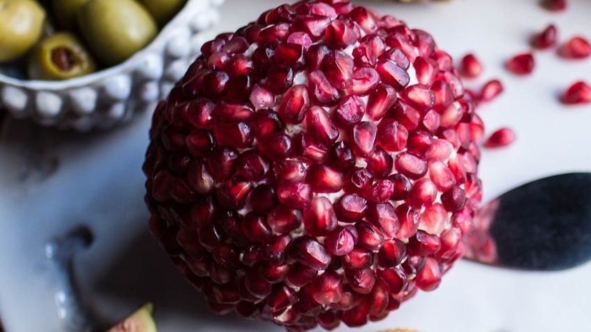Best Ways to Eat a Pomegranate